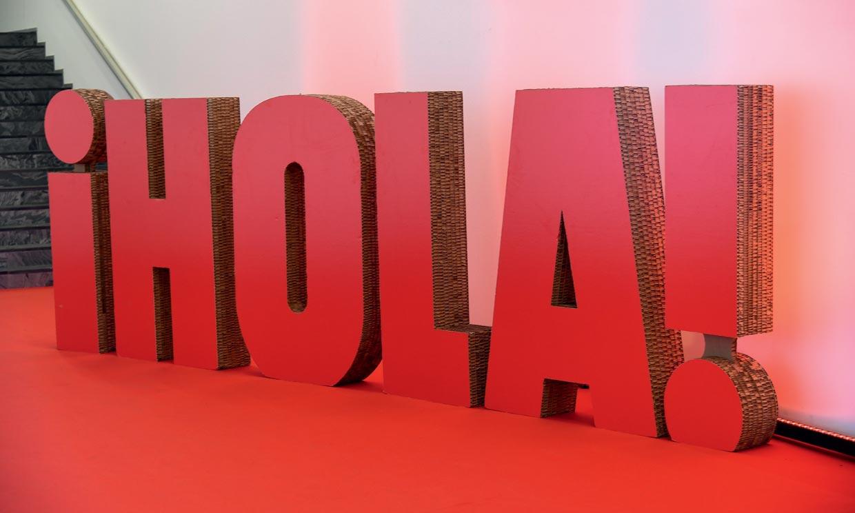 Vive en HOLA.com y con Flora González la gran noche de los Goya