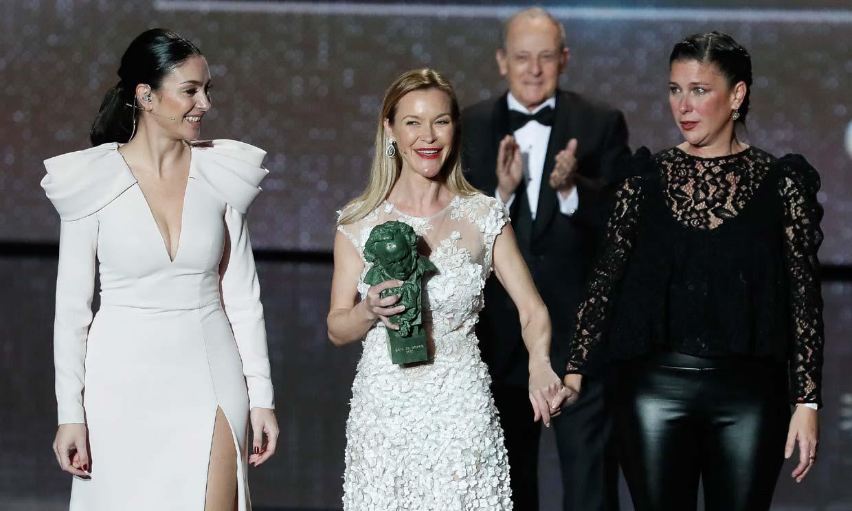 ¡Pura emoción! María, Celia y Tamara recogen el Goya de Honor de su madre Pepa Flores, la gran ausente de la noche