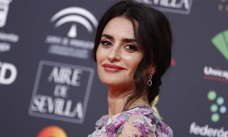 Penélope Cruz rompe con su propio estilo gracias al vestido más romántico de los Goya 2020