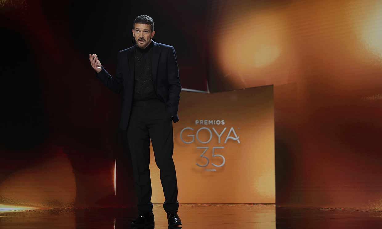Antonio Banderas dedica su emocionante discurso de los Goya a las víctimas del Covid